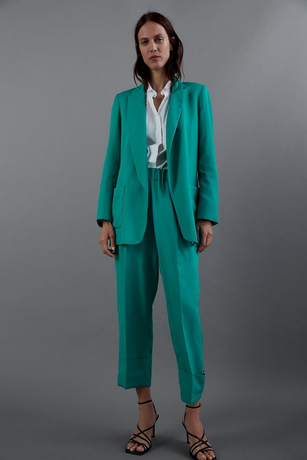 Odijela u boji ultimativan su trend. Pronašli smo 18 high